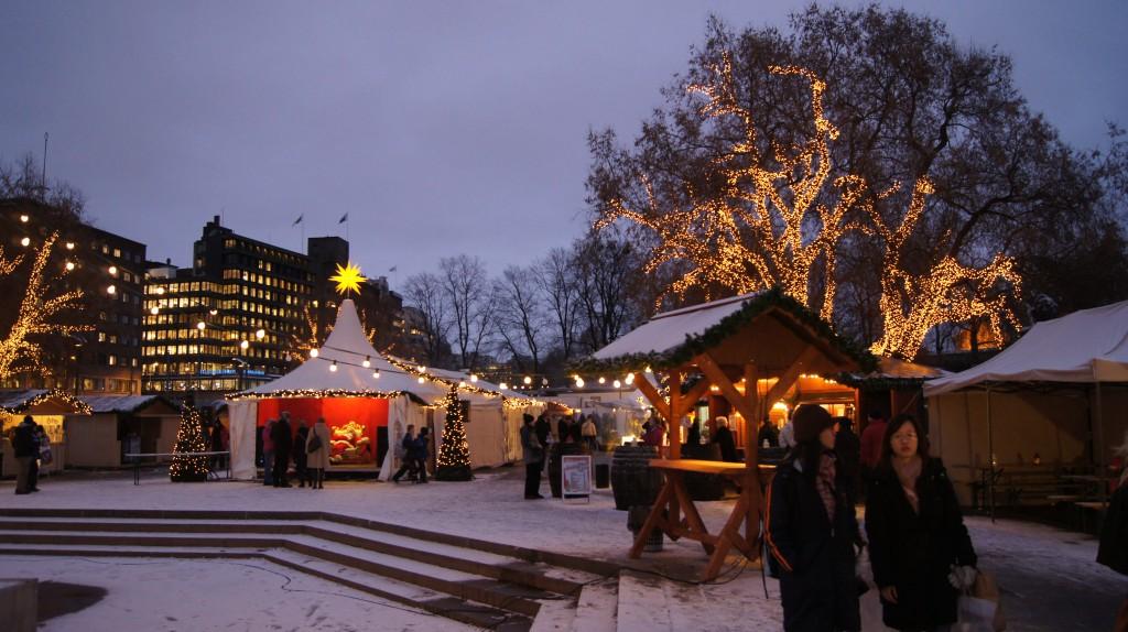 A Christmas market in Oslo alongside the port