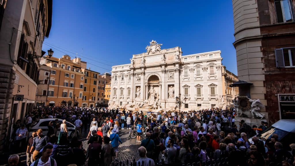 Rome - Trevi Fountain actual crowds!