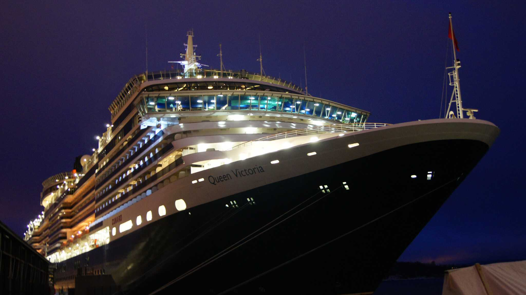 Queen Victoria at dusk in the port of Oslo