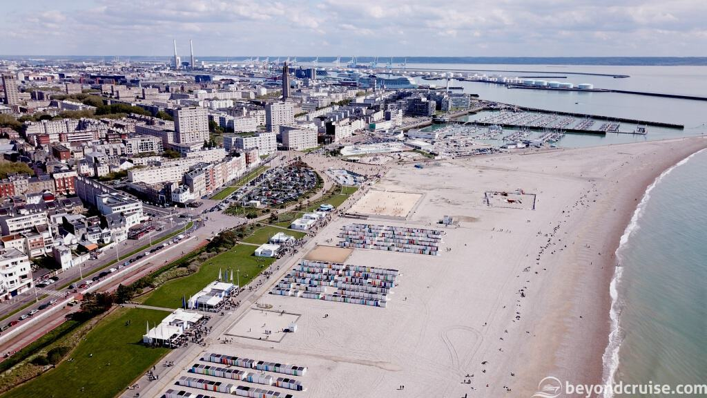 Le Havre beach and port