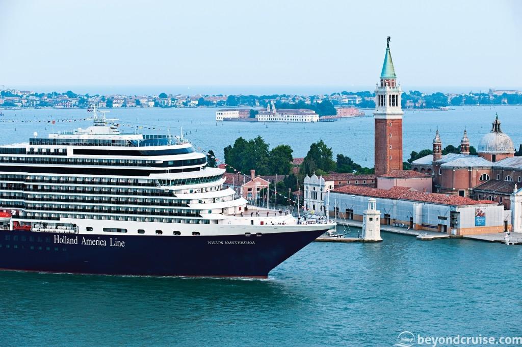 MS Nieuw Amsterdam sails into Venice