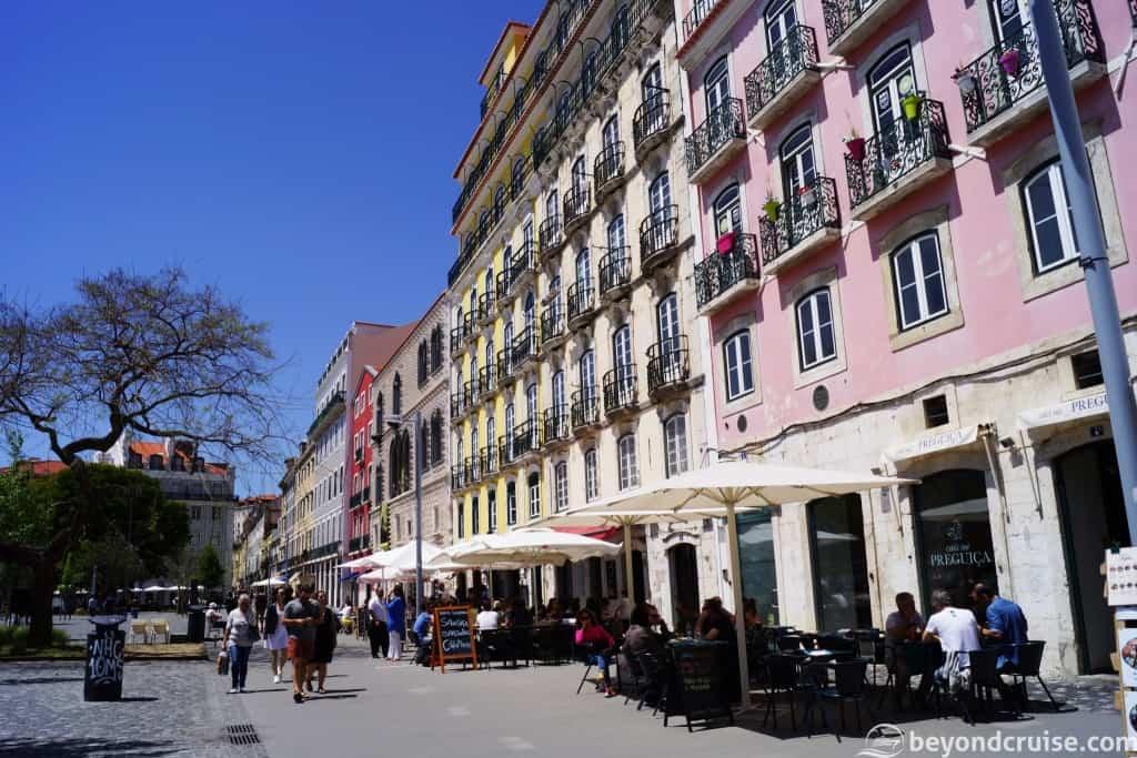 Lisbon street restaurants and seafood cafes