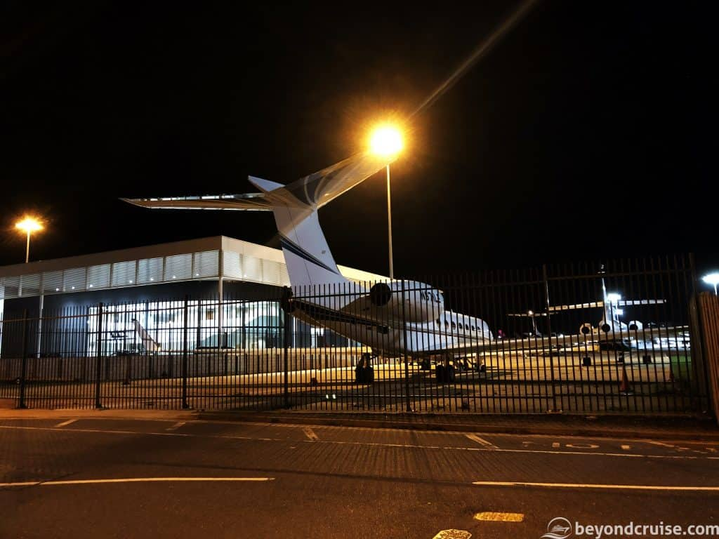 Luton Airport - Private jet