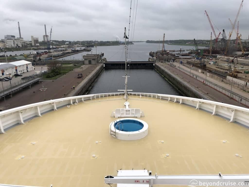 MSC Magnifica in IJmuiden locks
