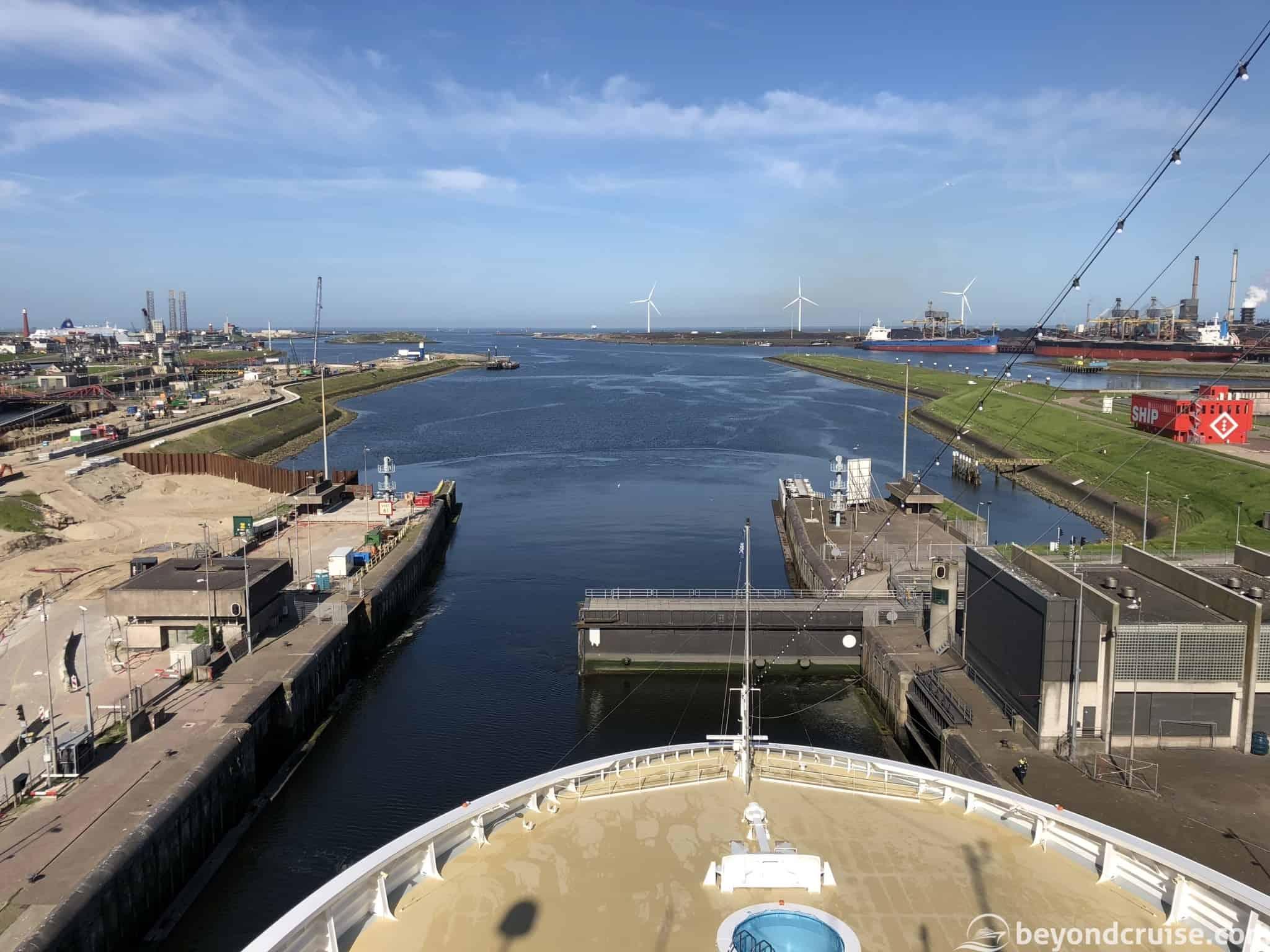 MSC Magnifica leaving IJmuiden locks