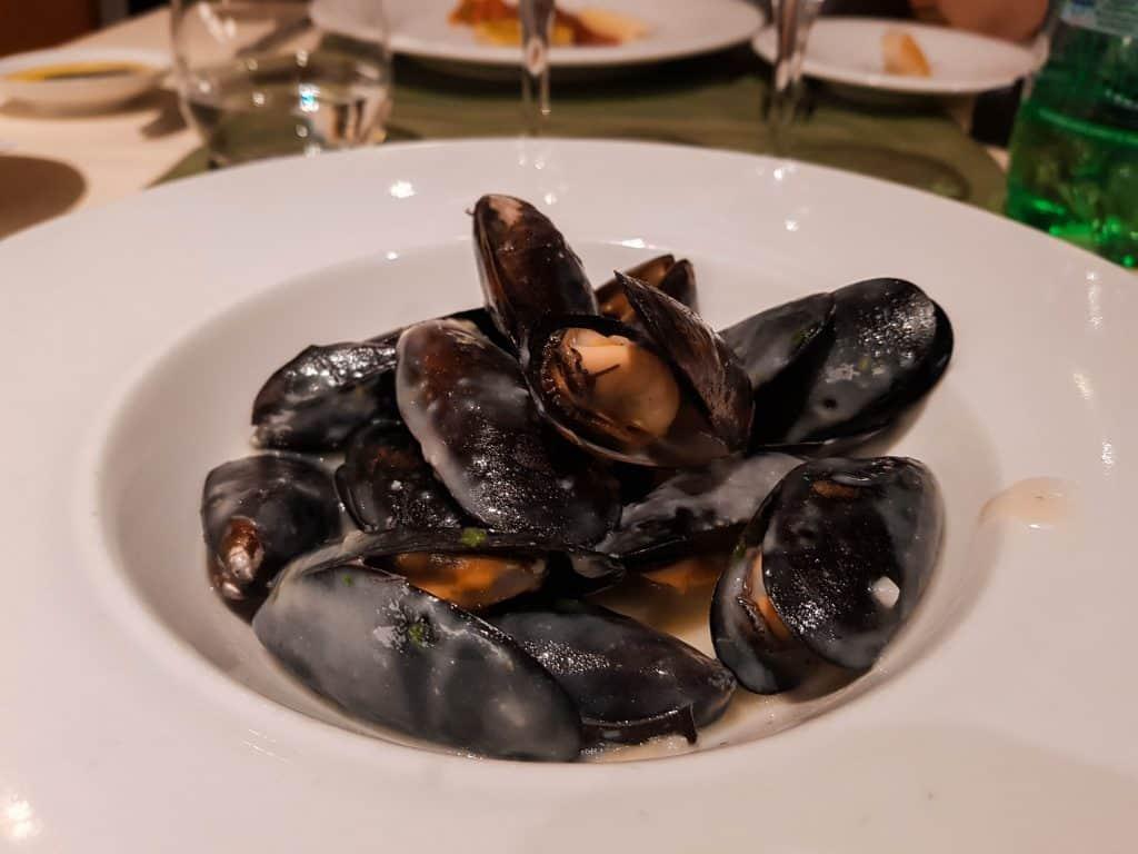Main Dining Room Dinner – Mussels in White Wine Sauce Starter