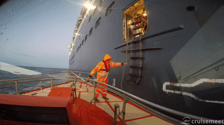 Watch harbour pilots disembark from Queen Mary 2